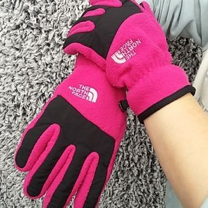 THE NORTH FACE GIRLS PINK AND BLACK GLOVES
